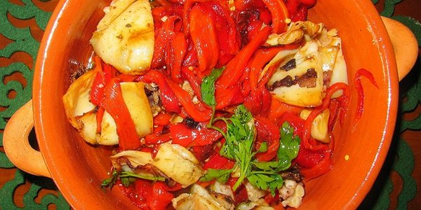Peperoni piccanti in salsa d'olio e seppie