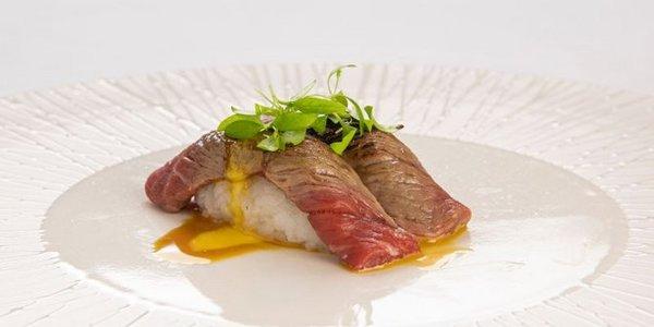 N11. Nigiri Beef (manzo)