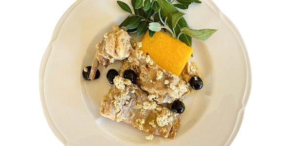Coniglio alla Vecchia cotto nel latte con olive nere
