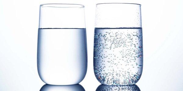 Mineralwasser: stille/mit Kohlensäure