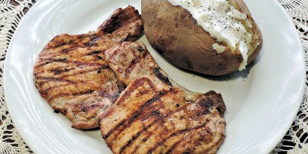 Braciola di maiale, patata e panna acida