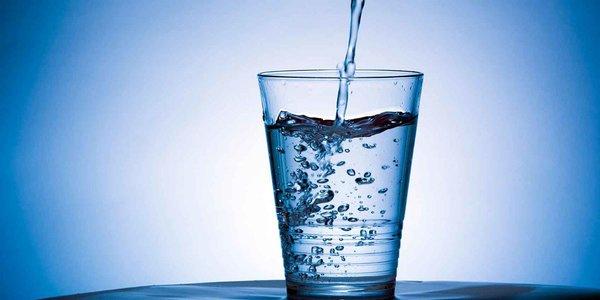 Bottiglia di acqua 0,75lt naturale o frizzante