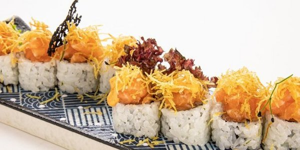 U15. Ura Spicy Salmon roll