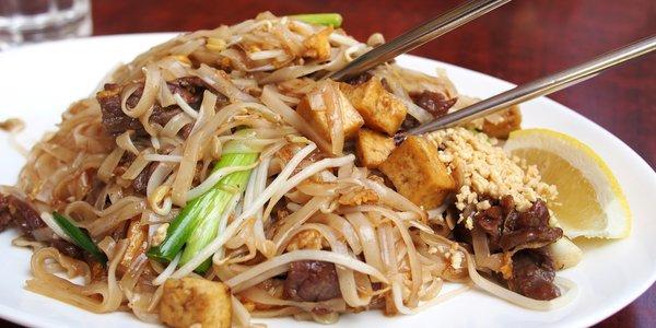Tagliatelle di riso fritte alla thailandese