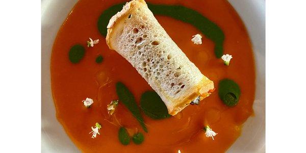 Cannolo di Pane ripieno di Caponatina su Vellutata di pomodoro e basilico