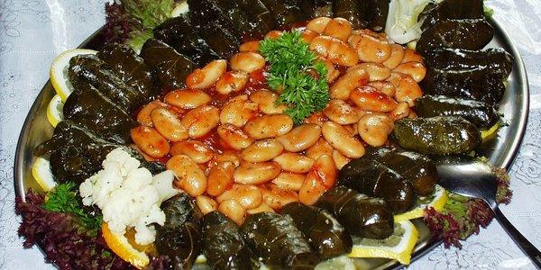 Fagioli all'uccelletto e pampini alla salsa di albicocche