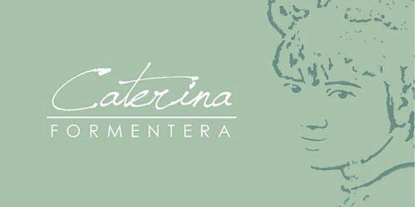 Ravioles con tinta de calamar, gambas de Formentera y lemongrass con cúrcuma